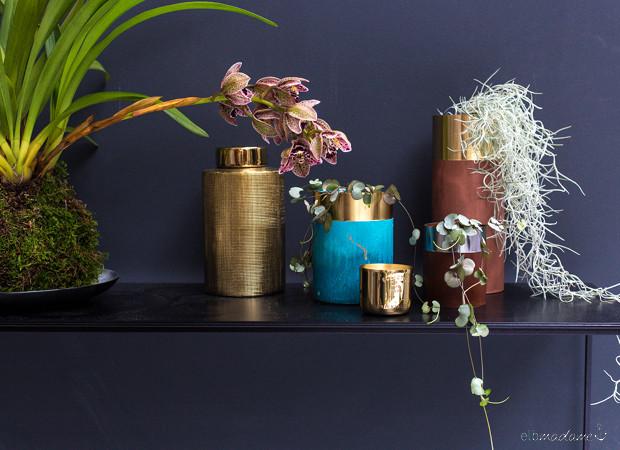 Vasen arrangieren Gold
