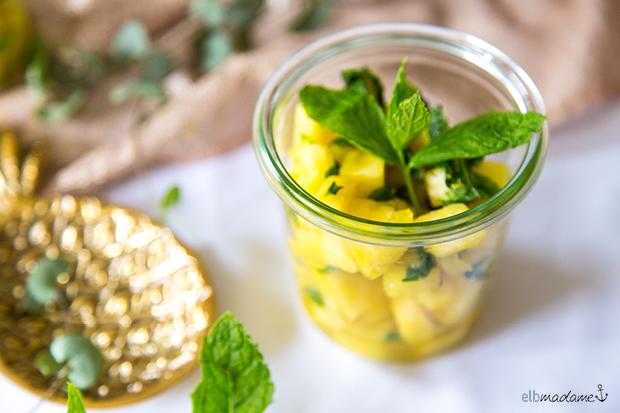 Ananas mit Minze im Weckglas