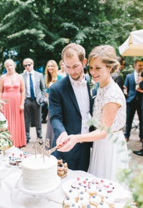 Torte anschneiden Hamburg urbane Hochzeit