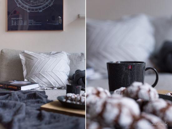 Weihnachtliche Gemütlichkeit mit Keksen in Grau Weiß