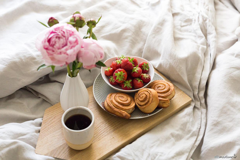 Frühstück im Bett Schlafzimmer