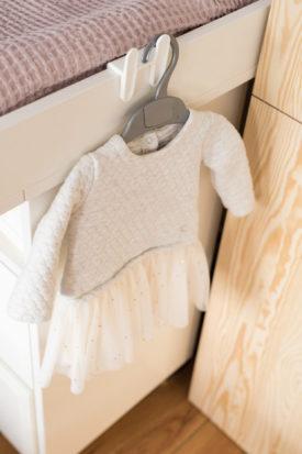 Kinderzimmer Altrosa Einrichten Farbe Wickelkommode Petite Bateau Kleid