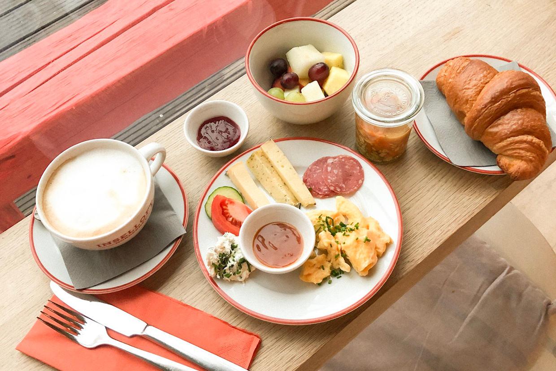 Inselloft Norderney Elbmadame Esszimmer Frühstück Croissant