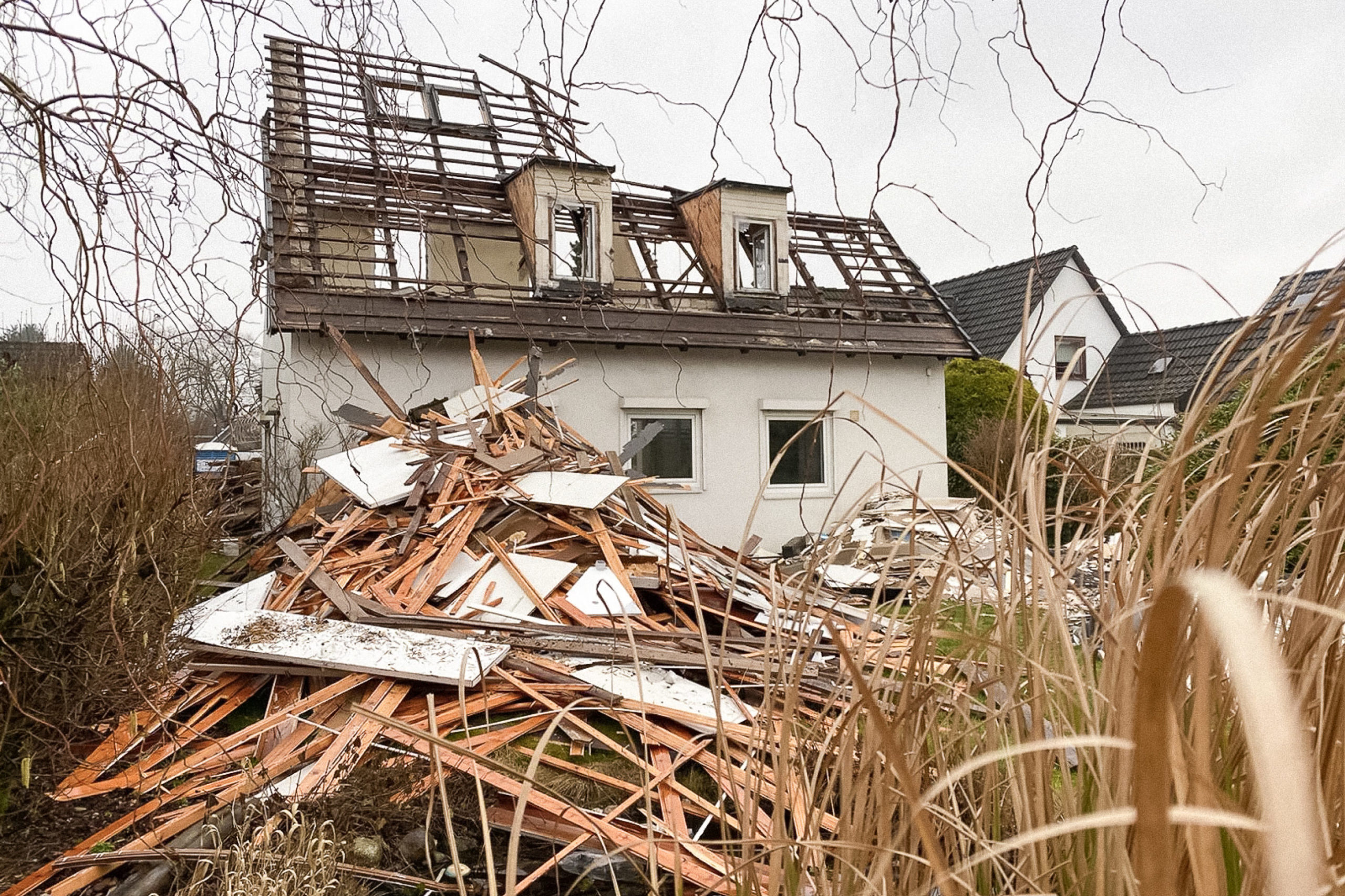 Abbruch Abriss Haus Hamburg Zweifamlienhaus siedlungshaus Satteldach Altbau